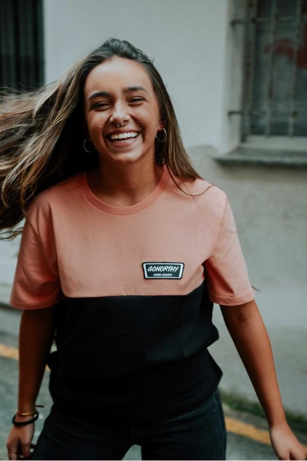 Camiseta GONORTHY Since Always Bicolor naranja coral/negra - Imagen 1